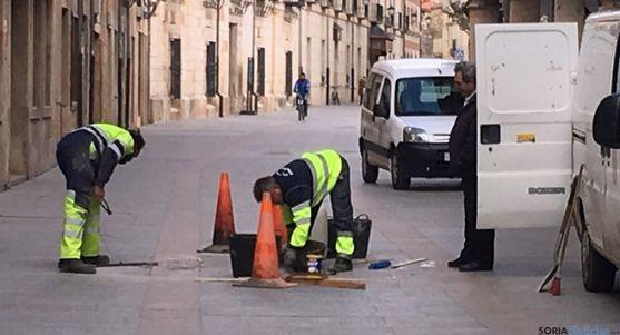 Operarios municipales en El Burgo. /Ayto. Burgo