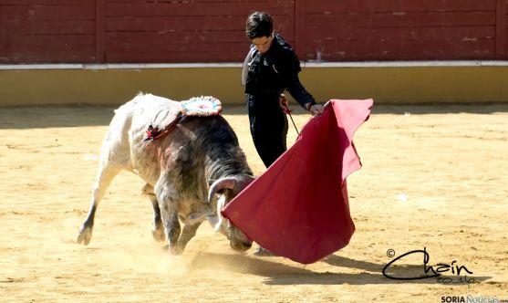El novillero, en su lidia en los Sanjuanes. / Chaín