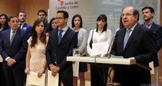 Herrera, este miércoles con el grupo de sanitarios./Jta.