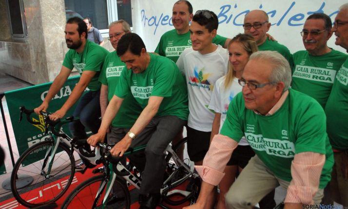 La 'Bicicleta Solidaria' nuevamente rodando para ayudar al BALSO y a la Cruz Roja. / SN