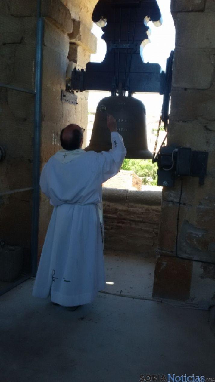 La campana ya luce en la torre.
