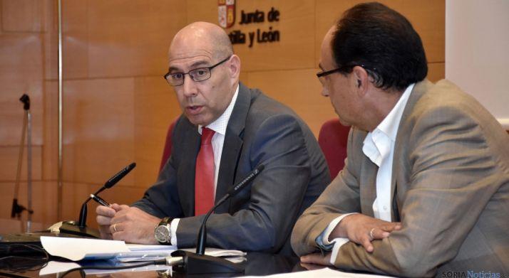 Carlos Martín Tobalina (izda.) y el delegado de la Junta, Manuel López. / Jta.
