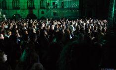 La música de Loquillo sirve para celebrar los 50 años de Caja Rural de Soria. / SN