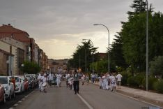 Peñas y autoridades llegan a la plaza de toros. AG