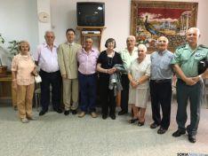 Imagen de la directiva de la asociación junto al alcalde del Burgo de Osma, Jesús Alonso.