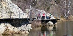 Una de las pasarelas del río./SN