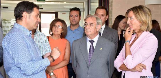 La consejera Alicia García (dcha.) en su visita a ASOVICA. / Jta.