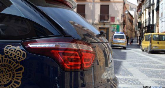 Uno de los coches patrulla este mediodía en Fuente Cabrejas./SN
