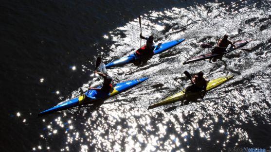Imagen de archivo de piragüistas en el río Duero.