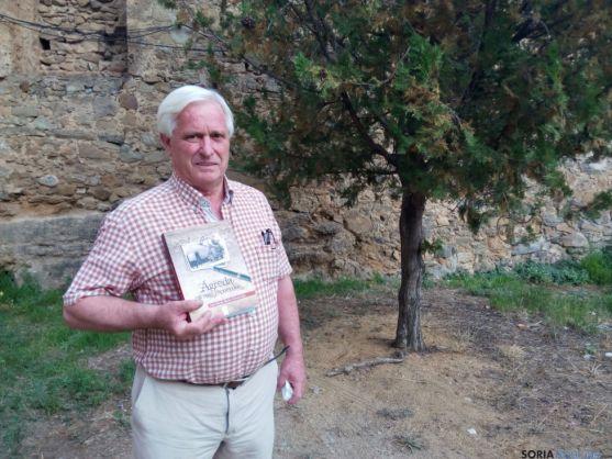 José María Rubio con su libro. /PC