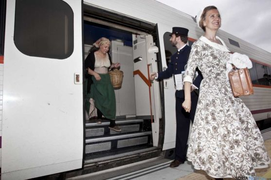 Llegada del tren turístico machadiano 'Campos de Soria'.