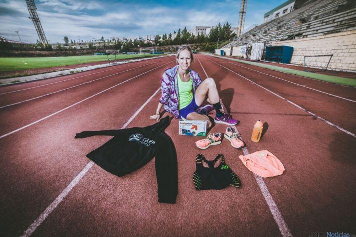 Estela Navascués en la pista de atletismo del antiguo campo de Los Pajaritos. /D.A.