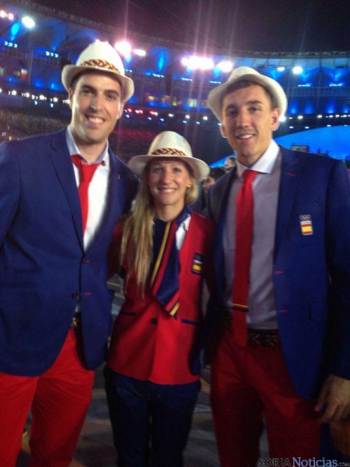 Navascués con otros dos deportistas navarros