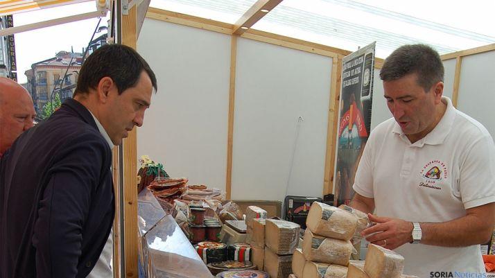 Javier Muñoz en su visita al Mercado de las Viandas.