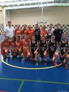 Uno de los equipos del CSB junto con jugadores logroñeses.