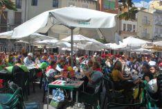 Buen ambiente en la plaza Mayor este viernes. / SN