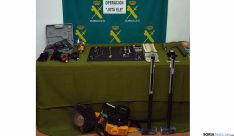 Joyas recuperadas y herramientas para el robo. / Subdeleg.