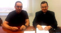 Márquez y Millán (dcha.) este viernes en la firma del acuerdo. / DOS
