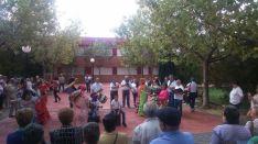 Grupo rociero en La Barriada. /SN