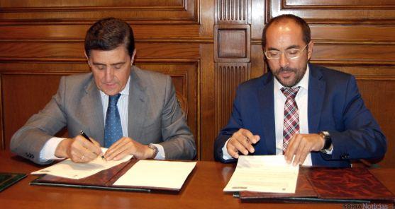 Martínez (izda.) y Rey, este lunes. / Dip.