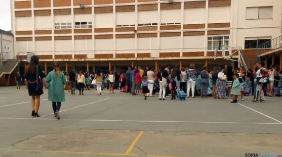 Imagen de la vuelta al colegio en un centro soriano este jueves.  / SN
