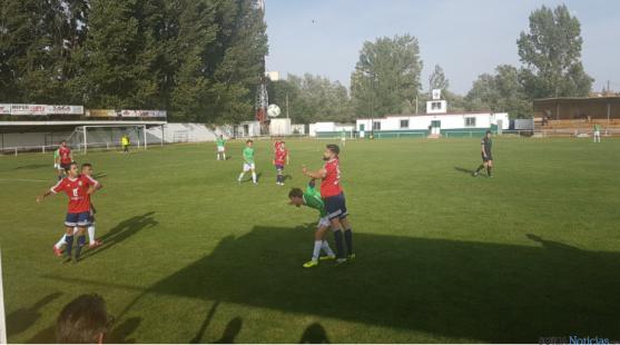 El San José contra el Real Ávila CF en el San Juan de Garray. /Twitter San José