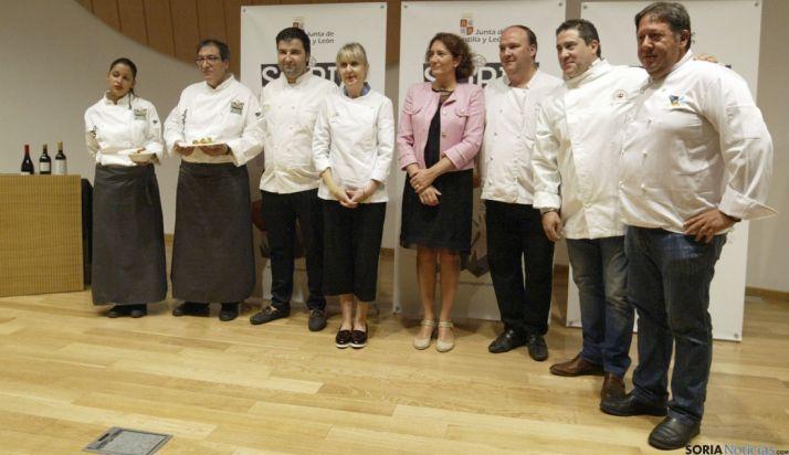 La consejera, en el centro, en la presentación del evento gastronómico. / SN