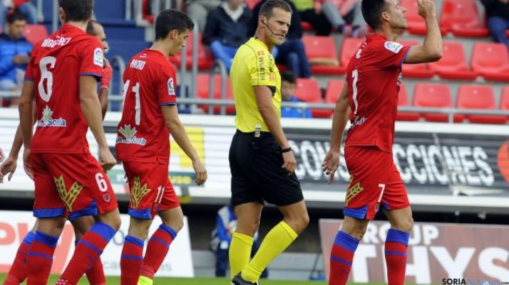 Manu del Moral celebra el gol que abría el partido. LFP