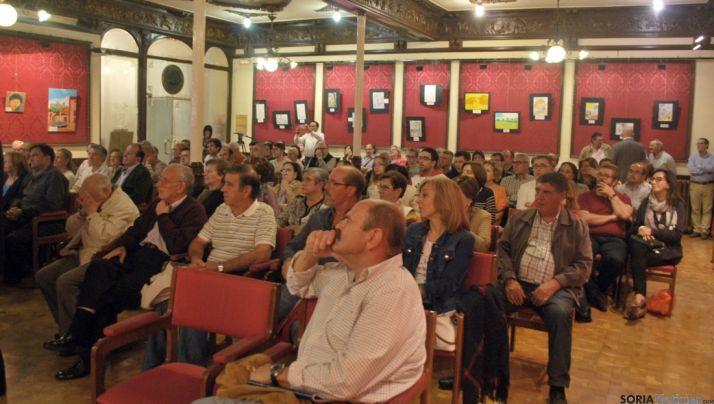 La charla en el Casino congregaba un buen número de aficionados. / SN
