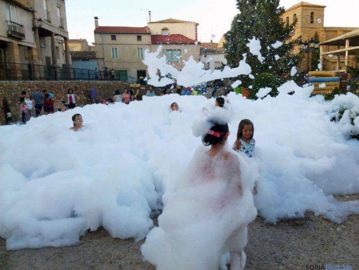 Fiesta de espuma en Serón