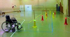 Obstáculos simulados en un colegio.