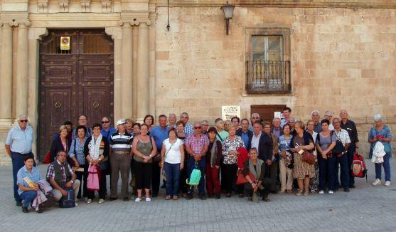 Un grupo de turistas en Almazán este fin de semana. / OTA