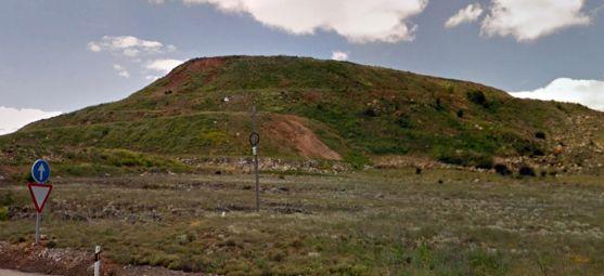 El vertedero visto desde la carretrera N-111.