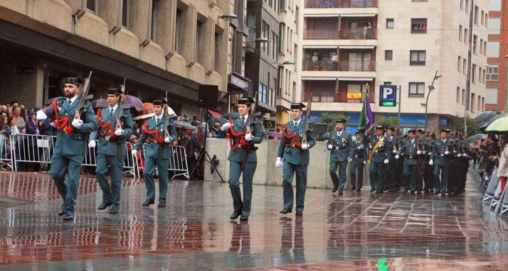 Un momento del desfile del Instituto Armado en el centro de Soria.  / SN