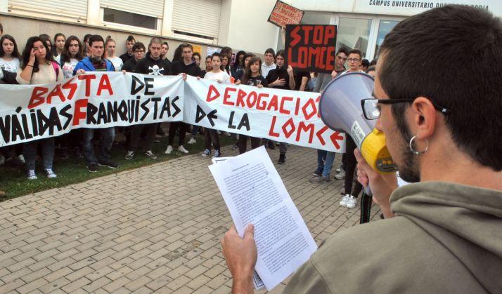 Lectura del manifiesto contra la LOMCE este miércoles en el Campus. / SN