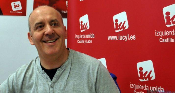 El concejal de IU, Enrique García en rueda de prensa. / SN
