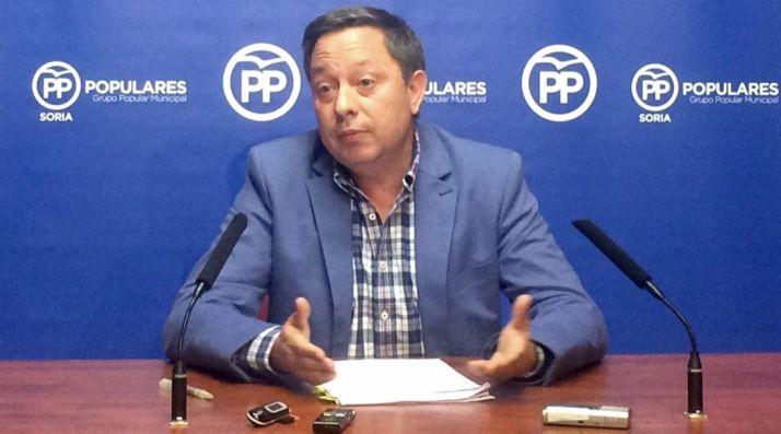 Adolfo Sainz, (PP) en rueda de prensa.