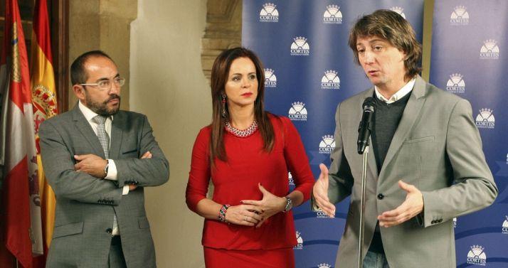 Rey (izda.) Clemente y Martínez este viernes./SN
