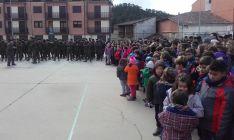 Niños y soldados en Navaleno./Subdeleg