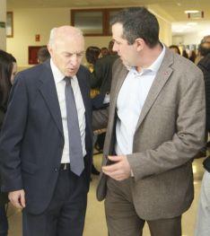Jesús Fernández, director del CIEDA-CIEMAT y el vicerrector del Campus, Luis Bonilla./SN