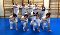 Los capoeristas sorianos en el gimnasio.