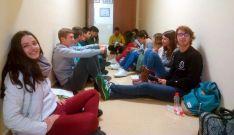 Estudiantes a la espera de donar sangre./SN