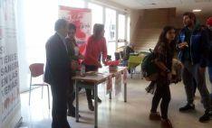 Mesa informativa de Alcer y la Hermandad de Donantes de Sangre. / SN