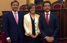 Martínez, (izda.), Angulo y Cabezón en el Senado.