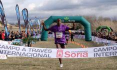 El atleta llega a meta en 2015./CrossSoria