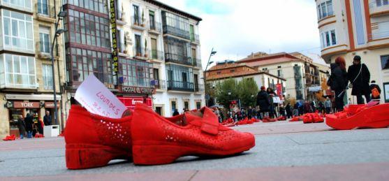 Un par de zapatos recuerda a una víctima de la violencia machista./SN