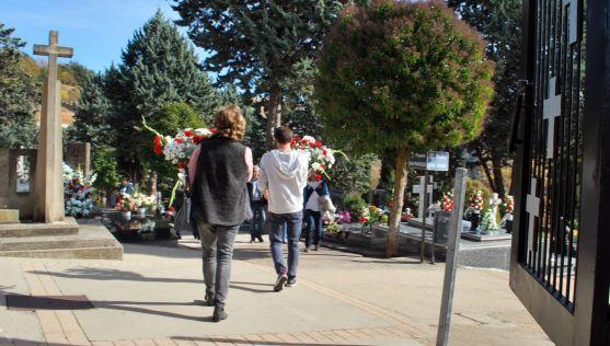 Imagen de la entrada al cementerio municipal de Soria este mediodía. / SN