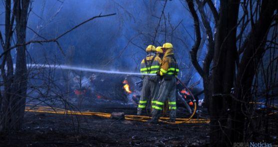 Extinción de un fuego forestal en Soria. / SN