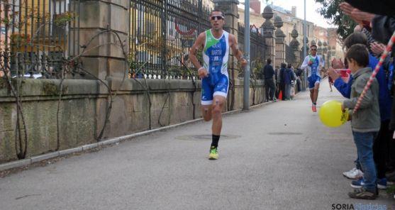 Un corredor de duatlón en una prueba nacional en La Dehesa. / SN