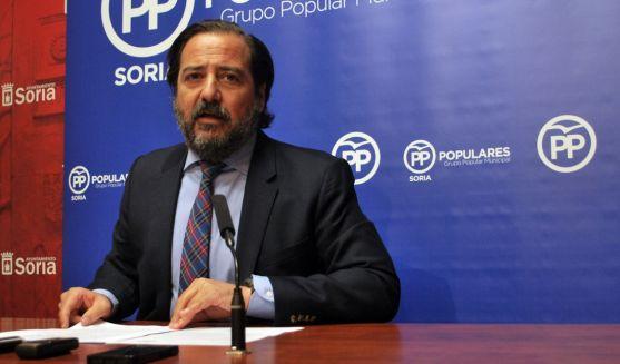 El concejal José Manuel Hernando (PP) en rueda informativa. / SN
